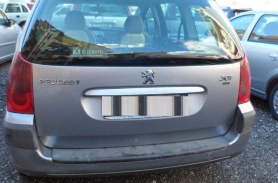 Peugeot 307 SW Peugeot 407 SW HDi 1.6 CV 109 ANNO 2005 su LeonCar