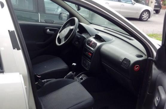 Opel CORSA 1.2 BENZINA ANNO 2004 su LeonCar