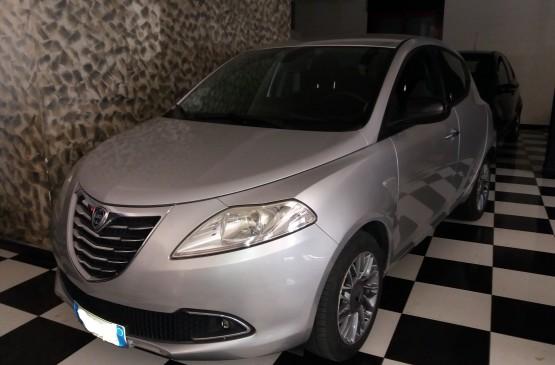 Lancia YPSLON 1.2 B/GPL anno 2012 su LeonCar