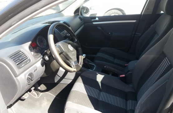 Volkswagen GOLF 5 serie 1.9 D su LeonCar